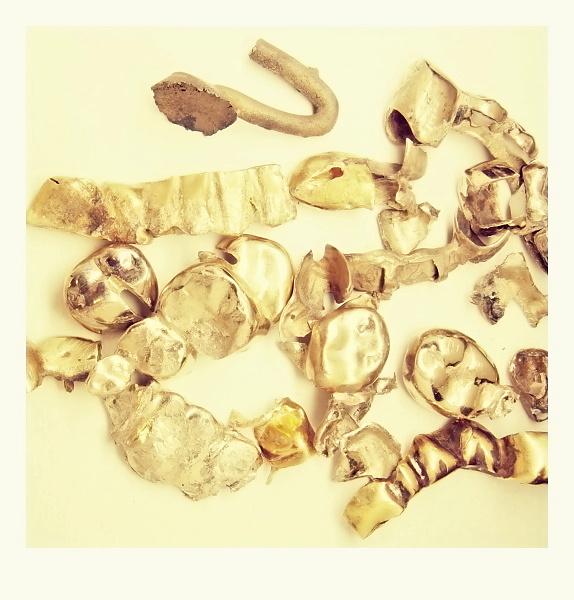 57c0a2c1d Zubní zlato však může být vyrobené ze zlata o ryzosti 14 karátů - 24  karátů. Proto je velmi důležité změřit každou zlatou korunku zvlášť.